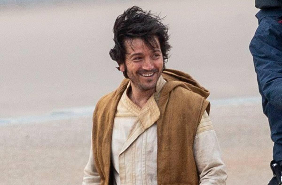 Star Wars: Andor, Diego Luna nelle nuove foto dal set della serie serie TV
