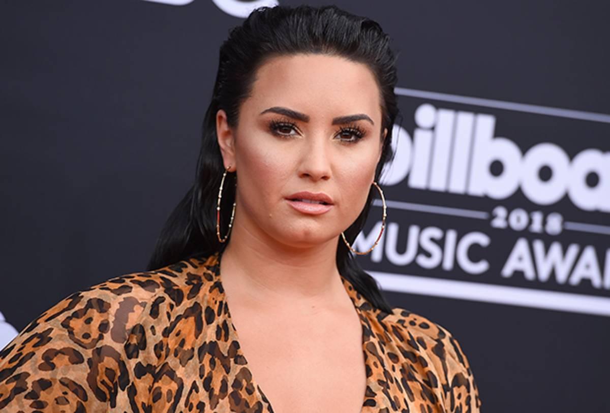 Unidentified With Demi Lovato: l'attrice a caccia di alieni nella miniserie Peacock