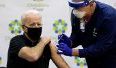 Vaccini Covid-19, l'ultima carta degli USA per convincere gli indecisi: 100$ a chi completa le due dosi