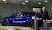 Una Tesla Model Y è stata modificata per usare il metanolo come carburante