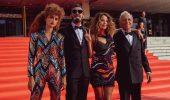 Official Competition, la recensione: la vera sorpresa di Venezia conquista, diverte e critica il cinema