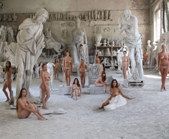 Vanessa Beecroft e il nudo vivente